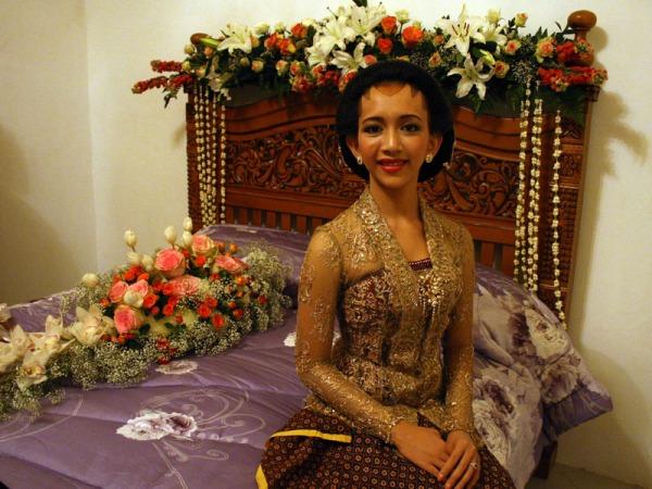 Calon pengantin GKR Bendara saat malam Midodareni di Bangsal Sekar Kedaton, Keraton Yogyakarta